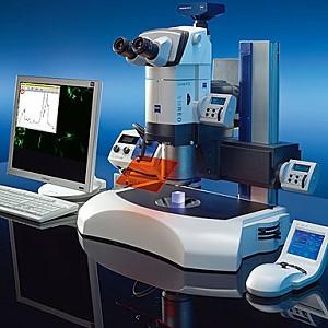 Моторизованные компоненты вашего SteREO Discovery.V12 полностью интегрированы с программным обеспечением ZEN и AxioVision для удобства измерений и документирования ваших образцов. Наблюдайте за эмбрионами Дрозофилы или  рыбок данио, стентами или печатными платами с улучшенным трехмерным изображением во всем диапазоне масштабирования 12:1. Полученные изображения, отличаются детальной чёткостью и высокой контрастностью, имеют отличную цветопередачу и просто содержат больше полезной информации. SteREO Discovery.V12 расширяет диапазон разрешений и контрастности в биологии и является гарантией качества.